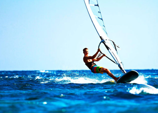 Windsurfing: Η ευεργετική&#8230; ιστιοσανίδα </br>Ισορροπώντας σωματικά και ψυχικά