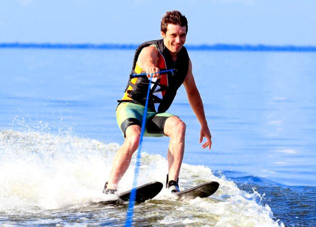 Θαλάσσιο σκι: Άσκηση, διασκέδαση και ταχύτητα πάνω στα κύματα!